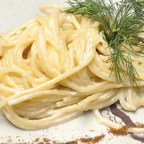 Лапша с сыром и сливочным соусом
